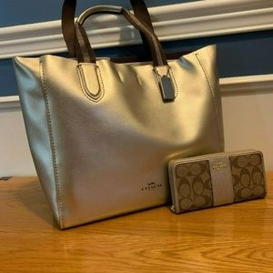 Coach Large Derby Tote with Matching Wallet - Plat